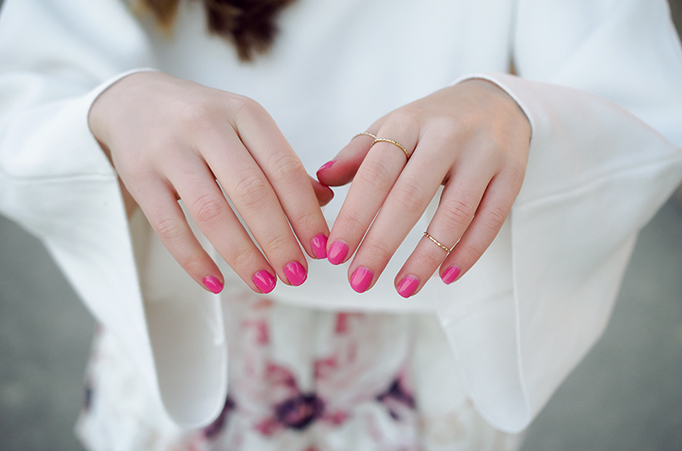 pink nails and knuckle rings