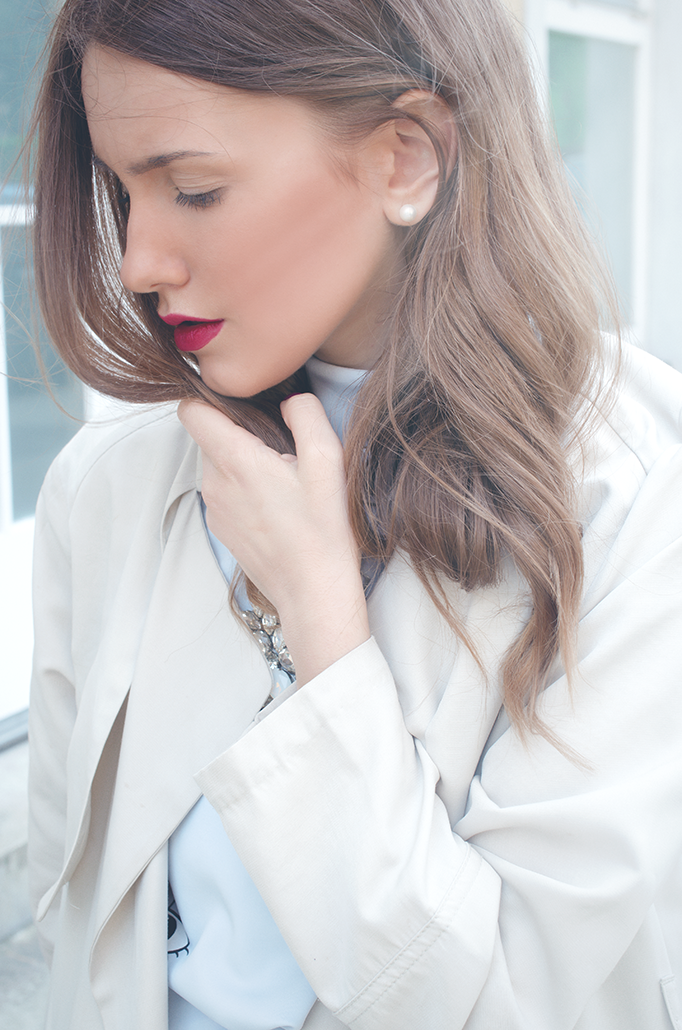beige trench coat red lips