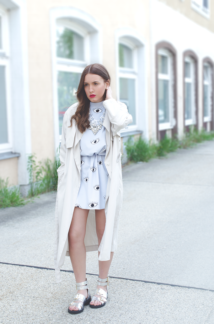 outfit of the day beige trench coat