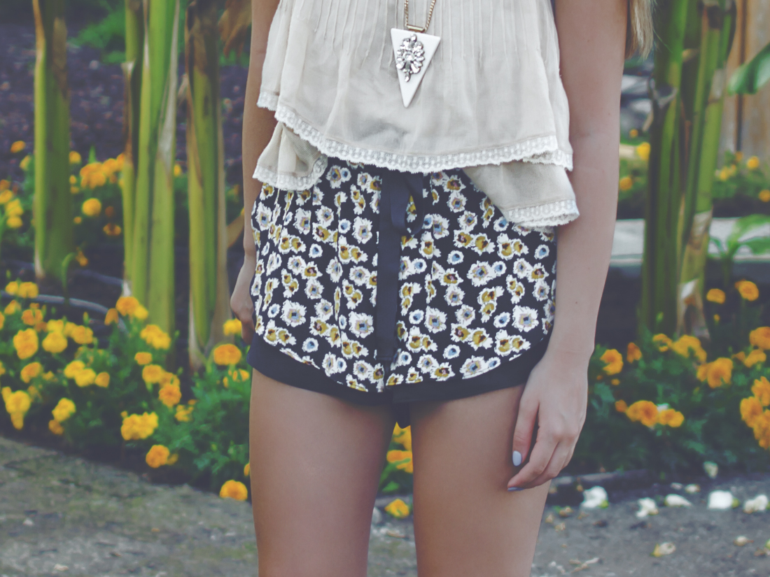 outfit details flowered shorts