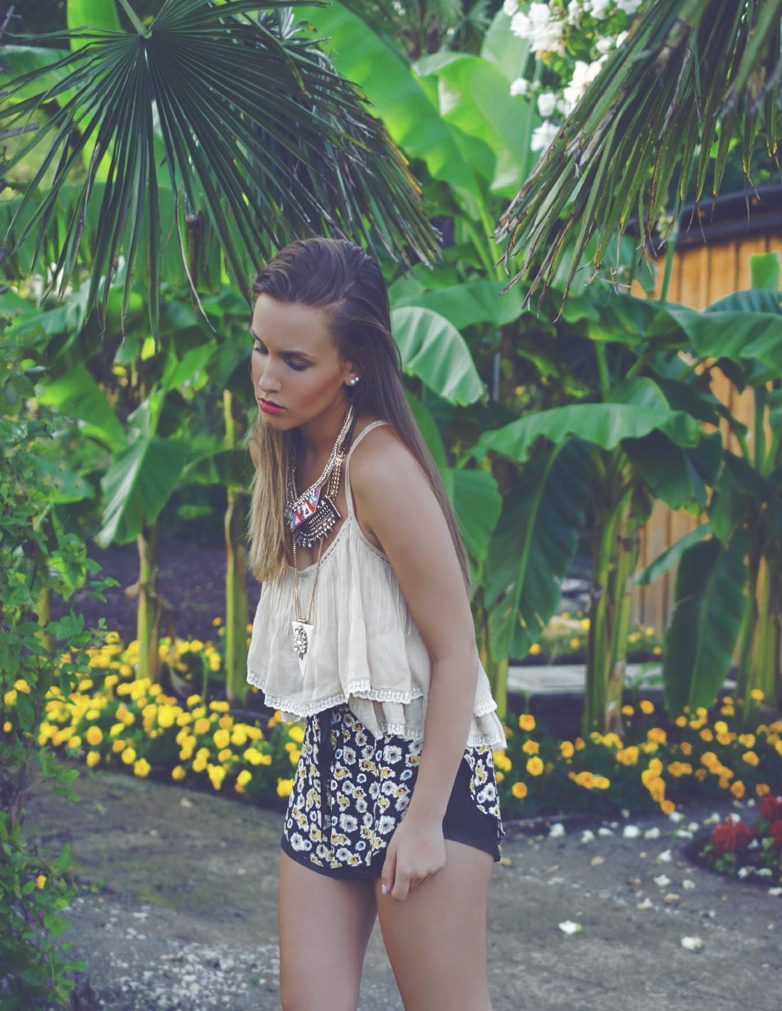 summer outfit palm trees jungle feeling