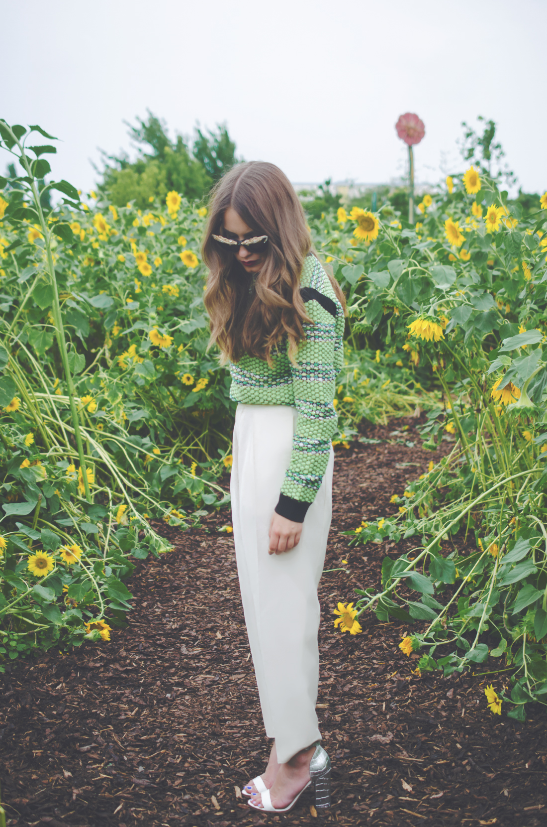 aldo high heels - green sweater - white pants - fleur de mode