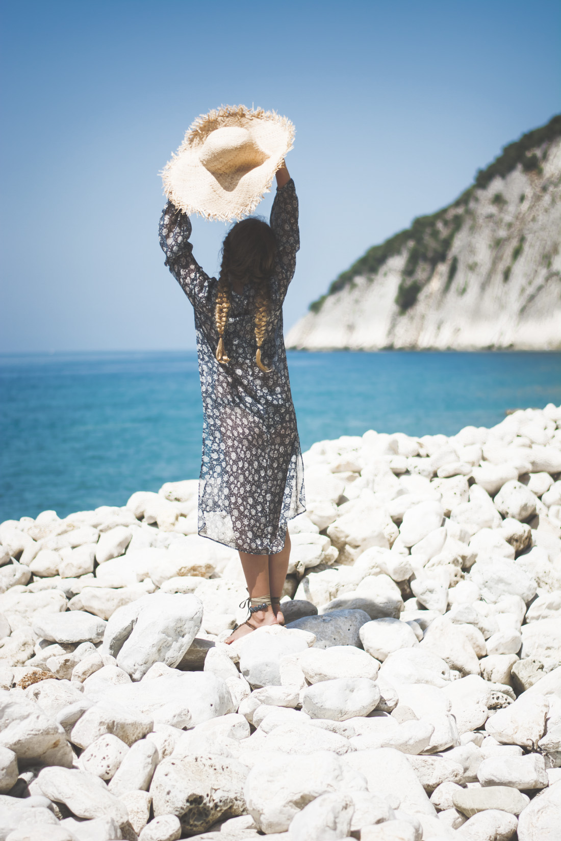 beach girl - braided hair - straw hat - via Fleur de Mode