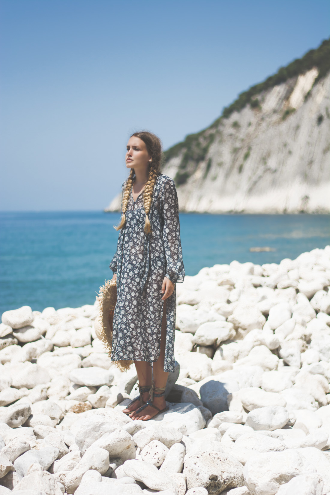 beautiful cliffs - beach girl - turquise water - outfit inspiration tunics - via Fleur de Mode