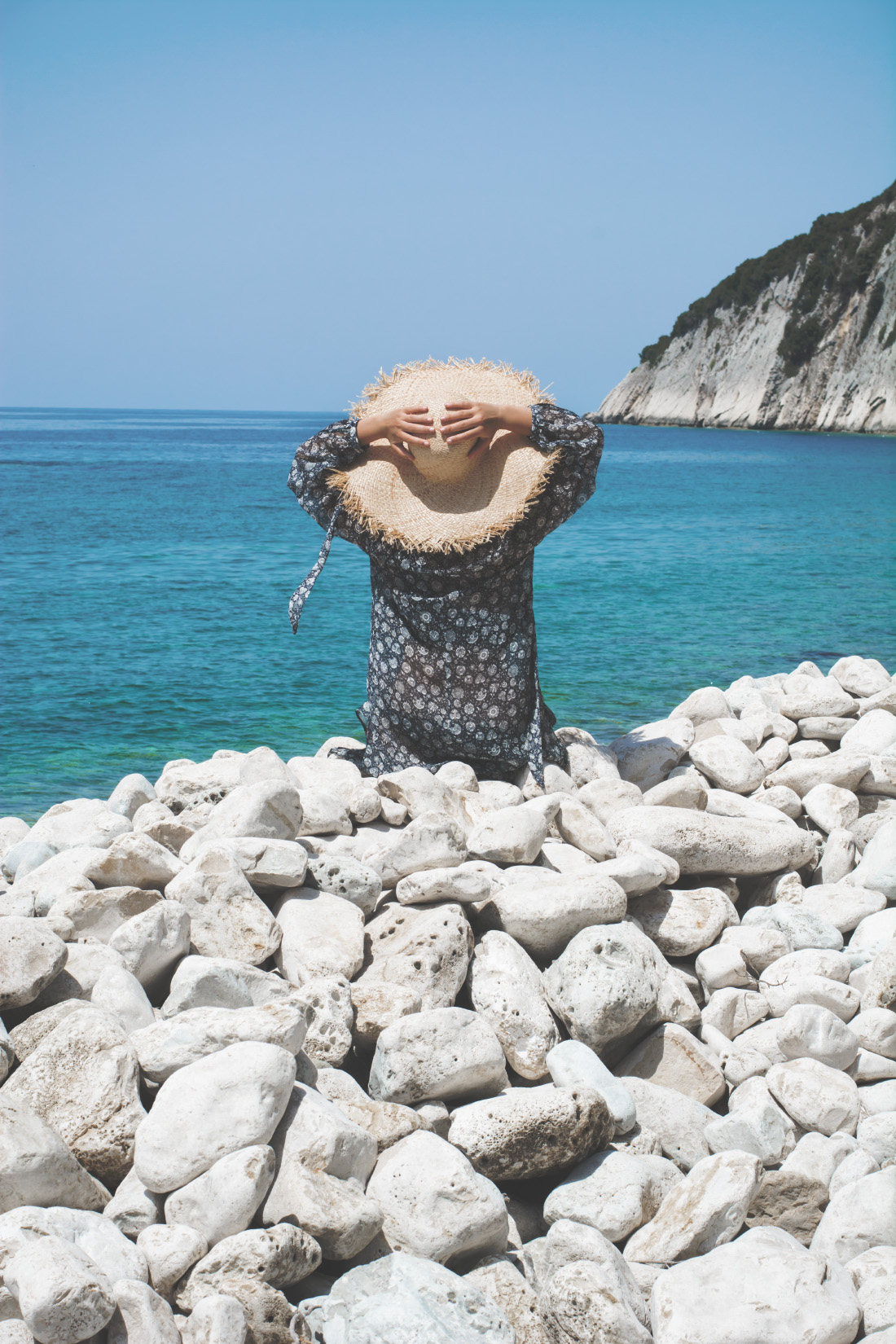 straw hat - beach girl - fashion inspiration - fashion blogger - via Fleur de Mode