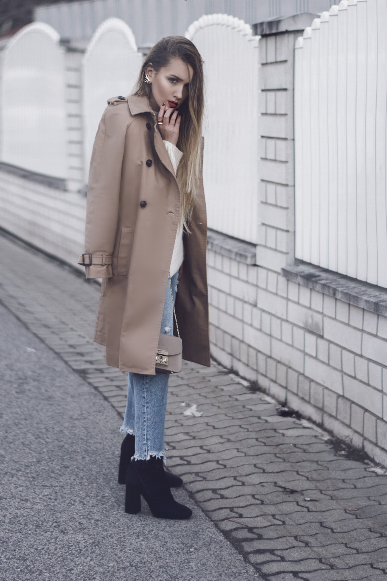 Kensington Trenchcoat von Burberry in beige look a like - Blogpost Outfit
