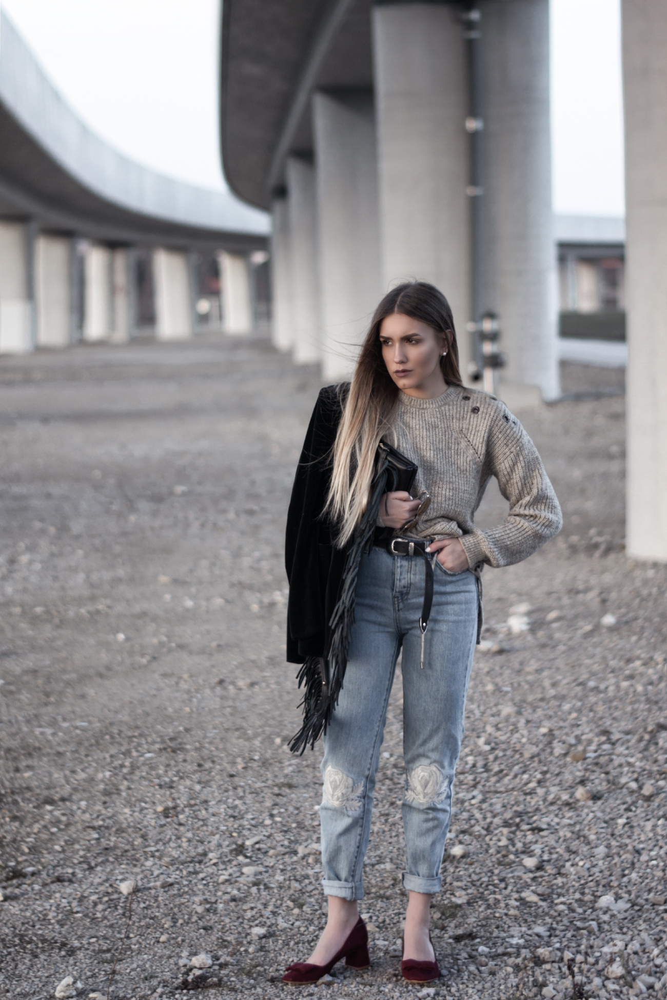 Outfit mit Mom Jeans Modetrend @fleurdemode