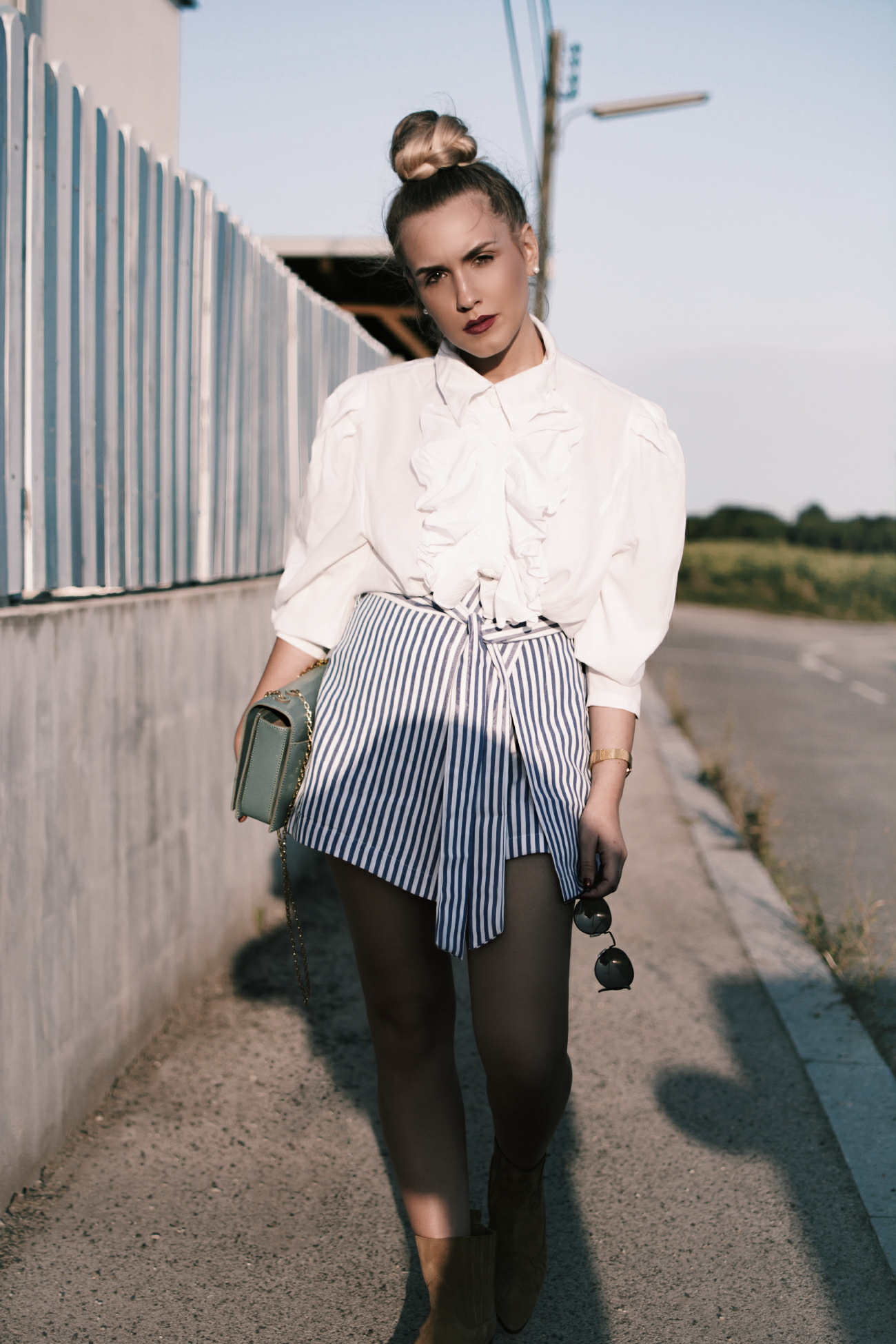Outfit inspiration: 80s Ruffled blouse & striped skirt via @fleurdemode